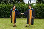 亚洲学生对其毕业那天